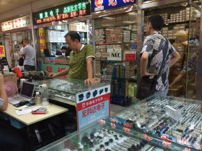 Stalls selling electronic components in Huaqiangbei